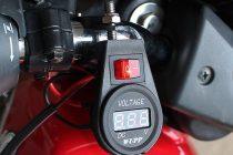 Как подключить вольтметр в машине и правильно им пользоваться
