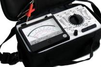 Как правильно проверить напряжение в розетке мультиметром
