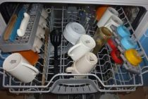 Как правильно ставить посуду в посудомоечную машину