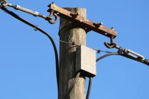 Особенности ввода электричества в деревянный дом