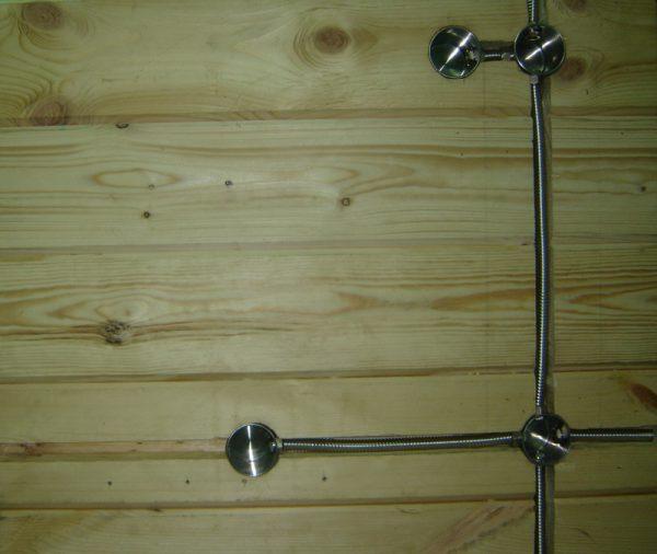металлогофра в деревянном доме