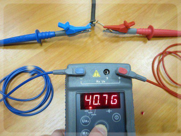 Прибор для проведения измерений изоляционного слоя электропроводки