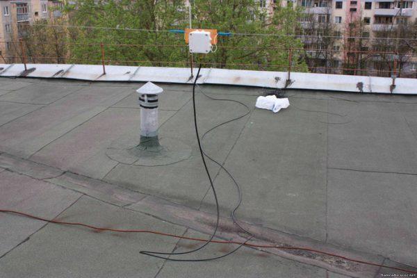 КВ диполь на крыше дома