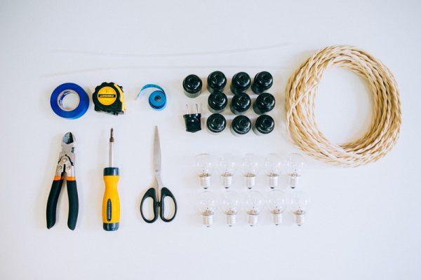 Необходимые для процесса изготовления гирлянд материалы (лампы, патроны, вилка и прочее)