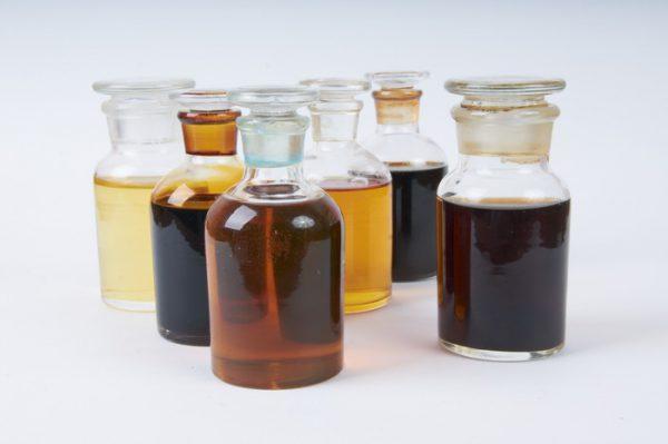 Различные жидкие электроизоляционные материалы: смолы, лаки, эмали, компаунды