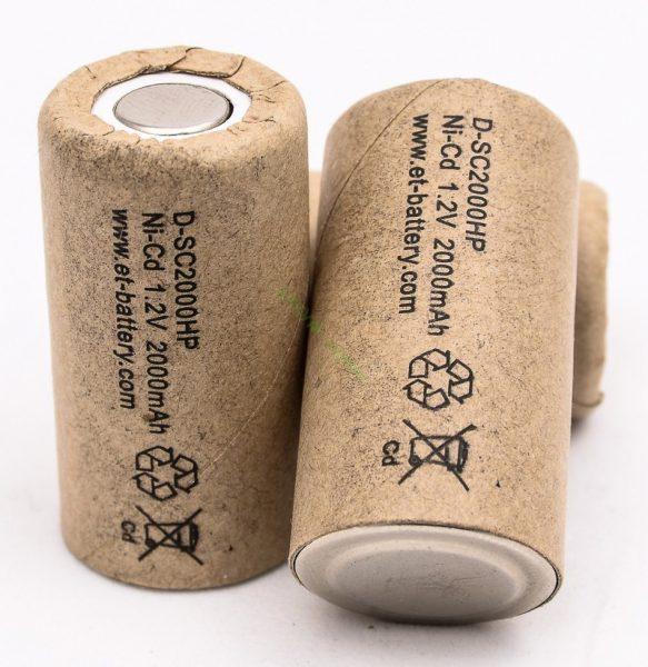 Внешний вид никель-кадмиевых банок, входящих в состав аккумуляторной батареи шуруповертов