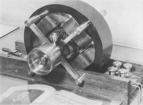 Один из резонансных трансформаторов Тесла