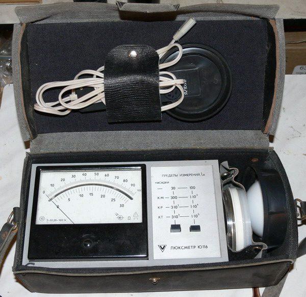 Внешний вид отечественного люксметра Ю-116, находящийся в коробке от производителя