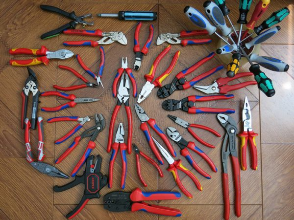 Разнообразие плоскогубцев, пассатижей, плоскозубцев и прочего зажимного инструмента