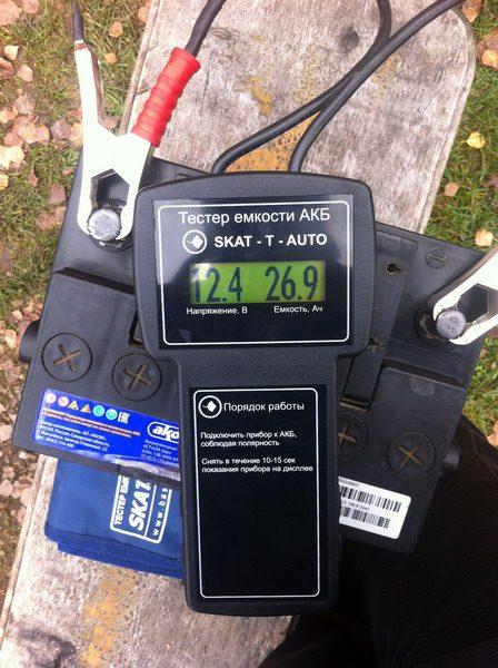 Тестер емкости SKAT-T-AUTO с результатом измерений
