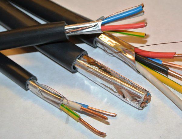 Силовой кабель с полиэтиленовой изоляцией