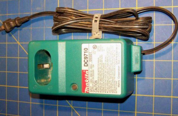 Зарядное устройство Makita DC9710