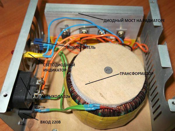 Установка элементов трансформаторного блока питания в корпус