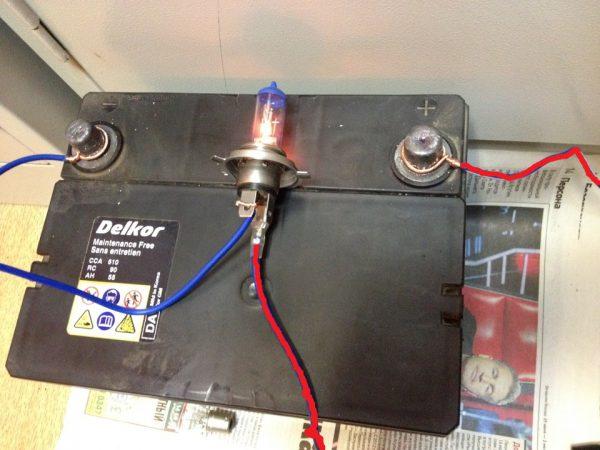 Подключение лампы к аккумуляторной батарее