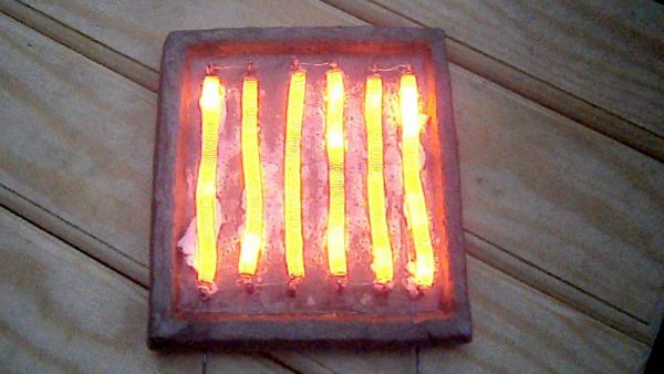 Самодельный нагревательный прибор с нихромовой спиралью, что нагревается под воздействием электротока
