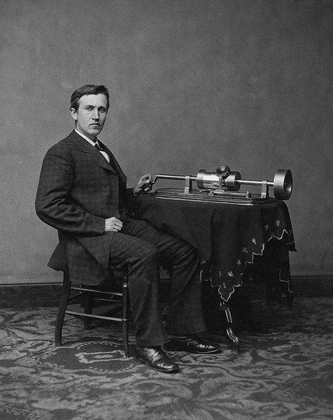 Фонограф, изобретенный Томасом Эдисоном