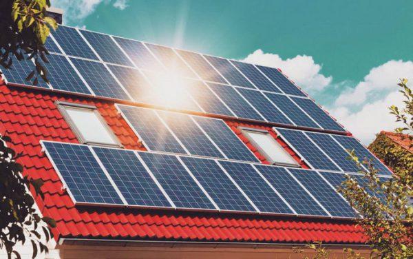 Солнечные батареи в современном коттедже