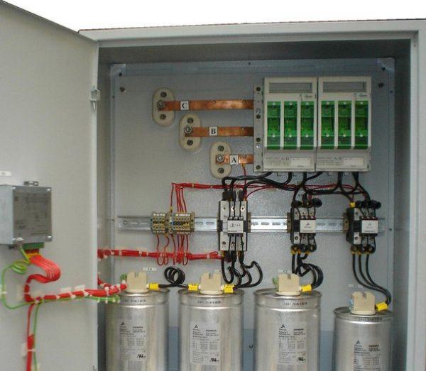 Пример установки батарей статических конденсаторов в РЩ