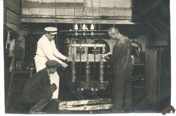 План электрификации СССР был принят в 1920 году, это год рождения российской энергетики