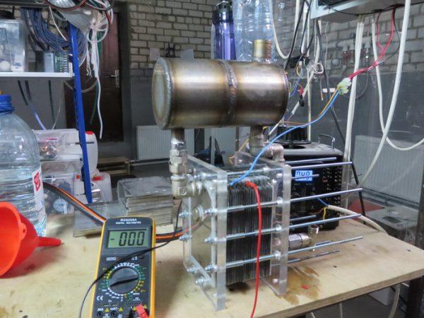 Электролизная установка, состоящая из пластин