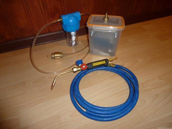 Внешний вид водородной горелки, основой которой является собственноручно изготовленный электролизер