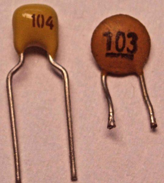 Кодовое обозначение на конденсаторе