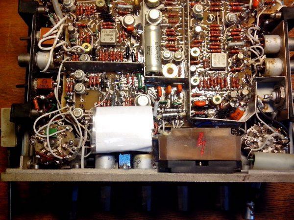 Вид осциллографа С1 73 в разобранном виде (микросхема управления)