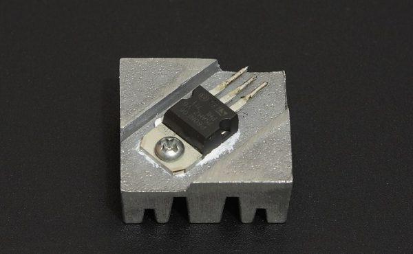 Пример установки транзистора на радиатор