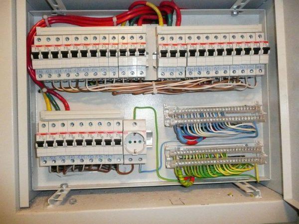 Пример подключения автоматических выключателей в РЩ проводами ПВЗ 1х6